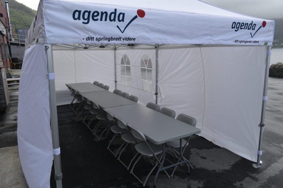 Trenger du leie telt med stoler og bord til selskap?